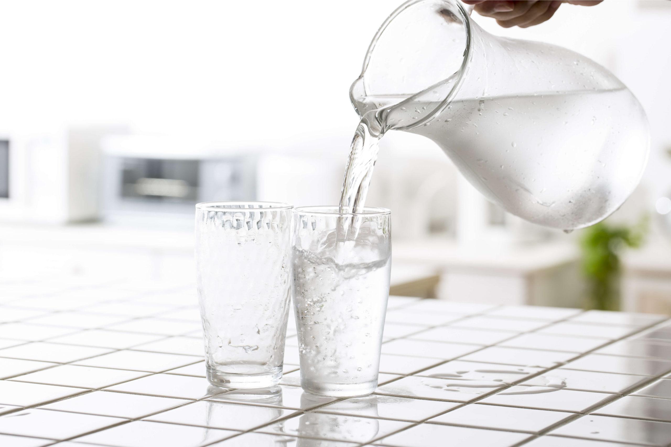 1日に必要な水分量は?水の重要性と水分補給のタイミング
